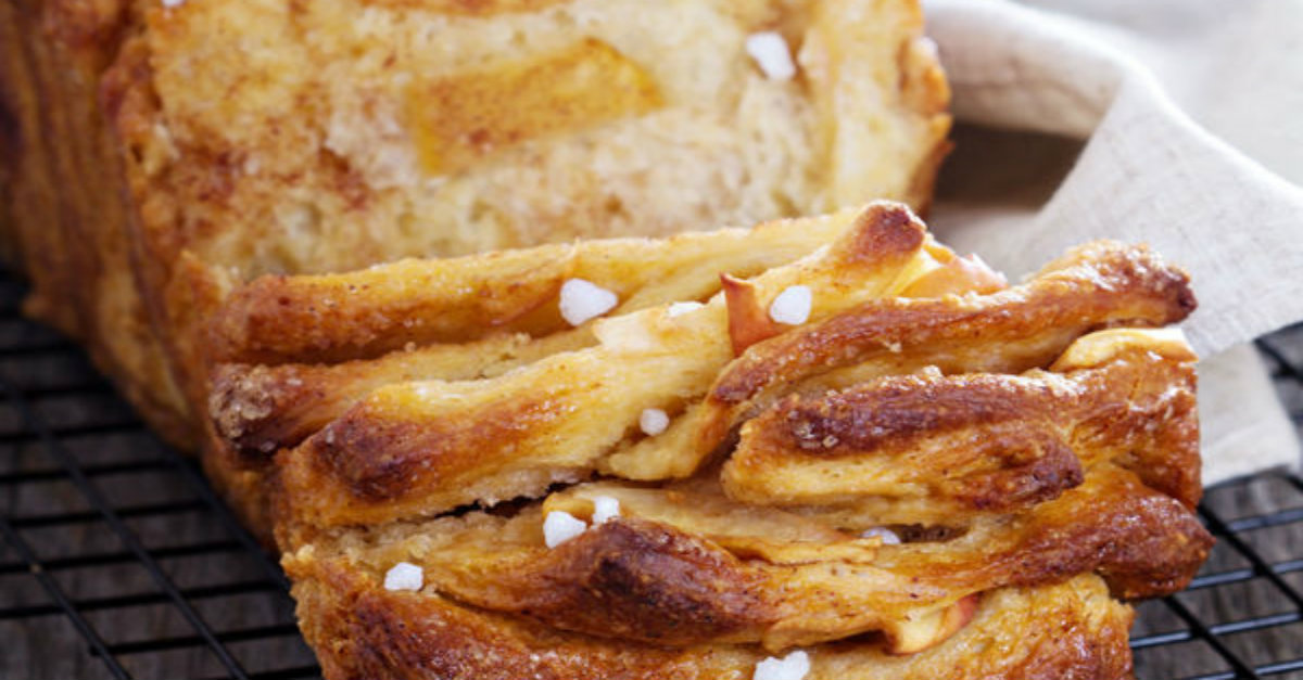 Mmmmm, This Recipe For Cinnamon Apple Strudel Pull-Apart Bread Is Our New Favorite!